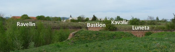 Pohled na vrchol valů článků před bastionem 2