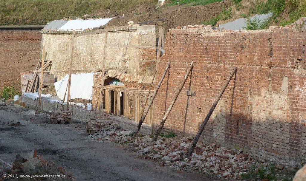 Ravelin s reduitem před bránou « Pevnost Terezín – populárně-naučný web fac6ef8b47