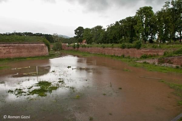 povodne-2013-prikop-vodni-brana