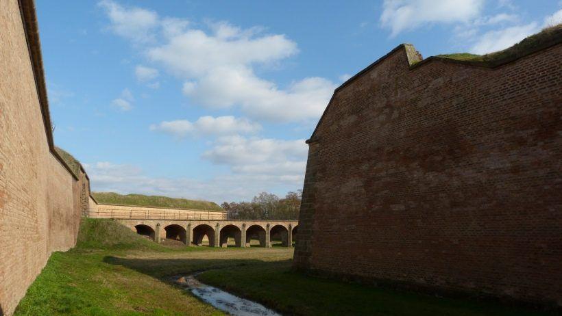 Malá pevnost - most a bok půlbastionu