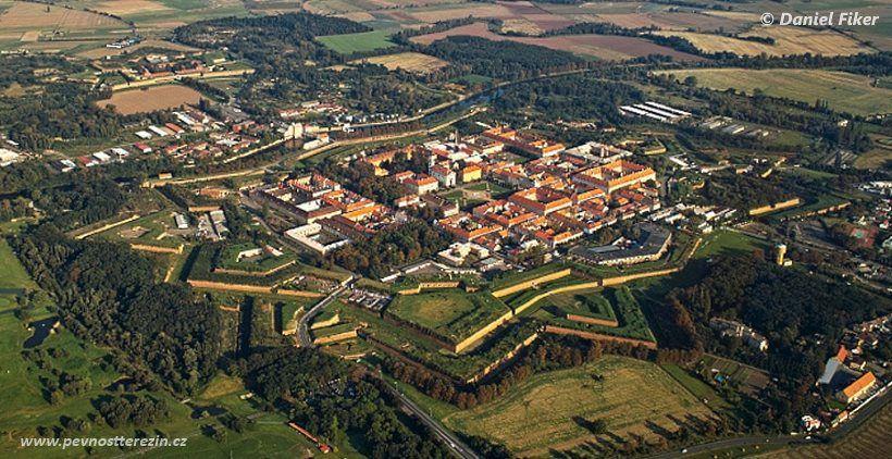 Pevnost Terezín - letecký, Fiker
